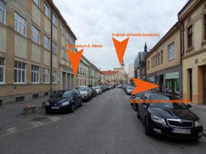 Na Hviezdoslavovej ulici (oproti Gymnáziu A. Merici)